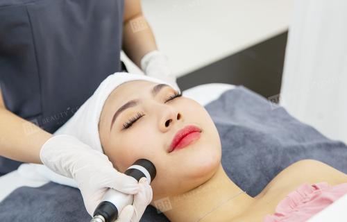 Điện di tinh chất, dưỡng da từ sâu bên trong ngừa tái phát