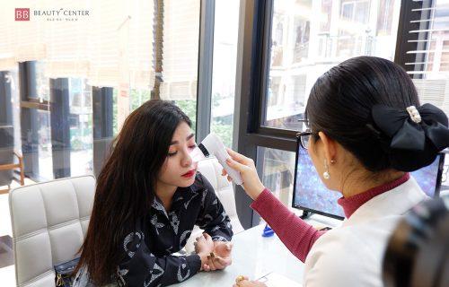 Bác sĩ Thẩm mỹ Quốc tế BB trực tiếp thăm khám giãn mao mạch